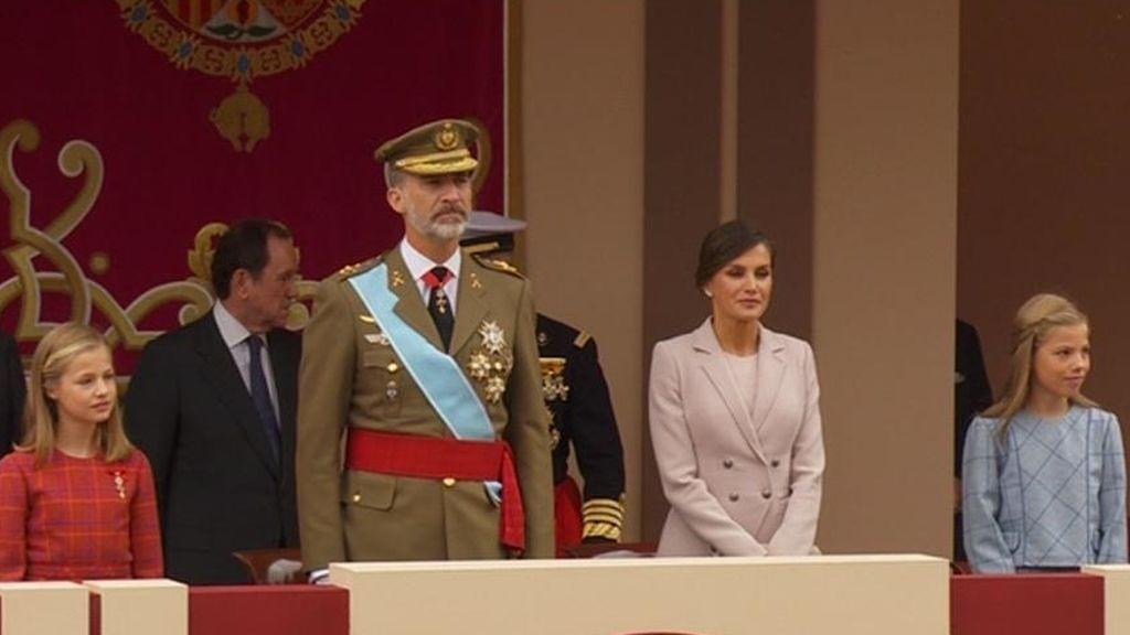 Sánchez recibido con pitos y abucheos en su primera Fiesta Nacional
