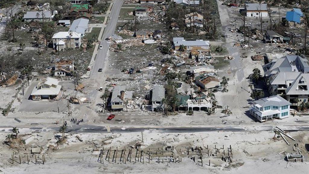 Escondido bajo un bote: la desgarradora historia de un testigo afectado por el huracán Michael