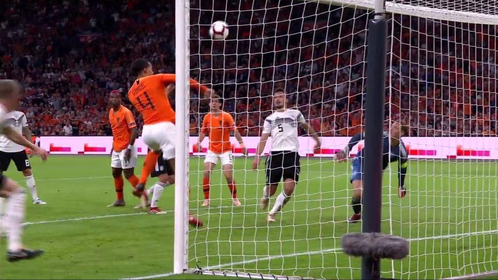 Error clamoroso de marca de Alemania que aprovecha Virgil van Dijk para hacer el primero (1-0)