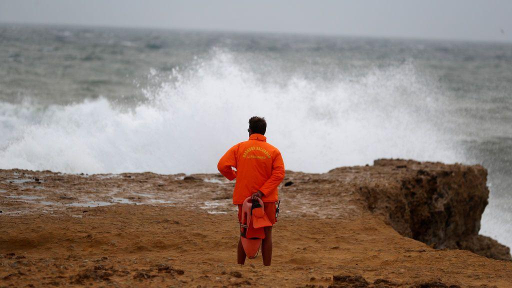 EN DIRECTO. El huracán Leslie ya toca Portugal: las cámaras de Cascais captan el momento