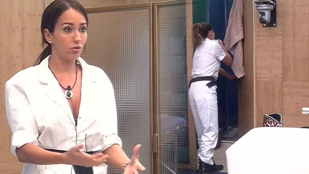 Gh Vip Mónica Hoyos Se Asoma A La Ducha Con Suso Desnudo Y Provoca