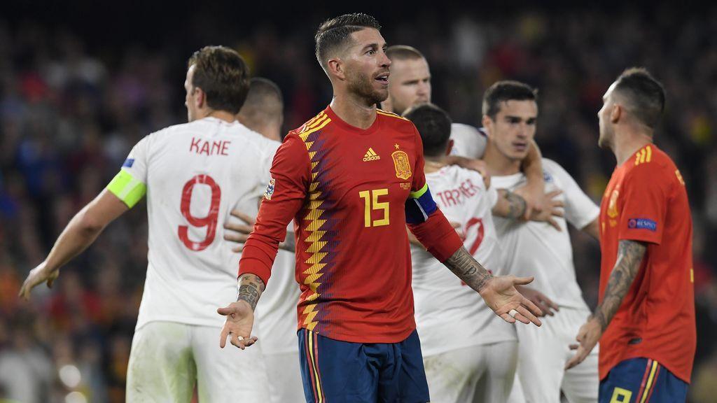 España cae ante Inglaterra en el Villamarín (2-3) y tendrá que ganar a Croacia para estar en la Final Four