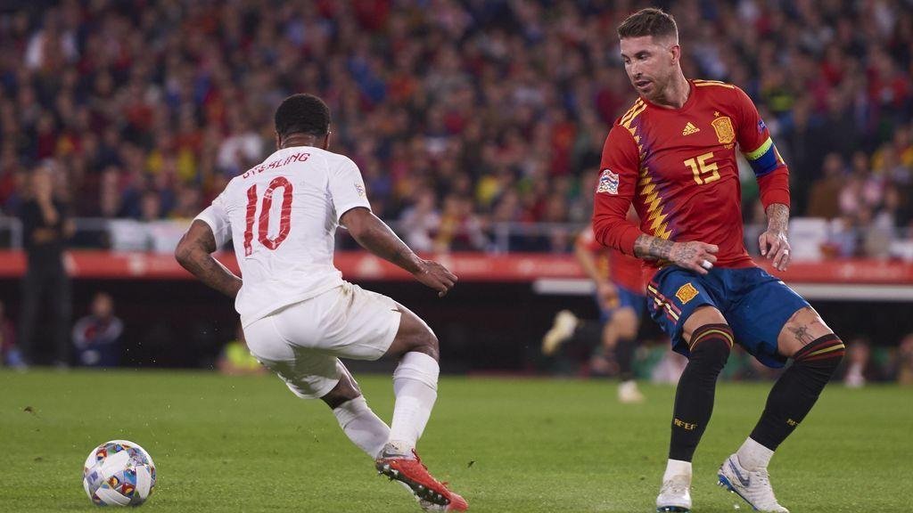 Indignación en Inglaterra por un pisotón de Sergio Ramos a Sterling: ¿Agresión o descuido?
