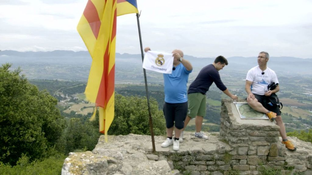 Una familia de madridistas y una de catalanes son los opuestos que intercambian sus vidas en el primer programa.