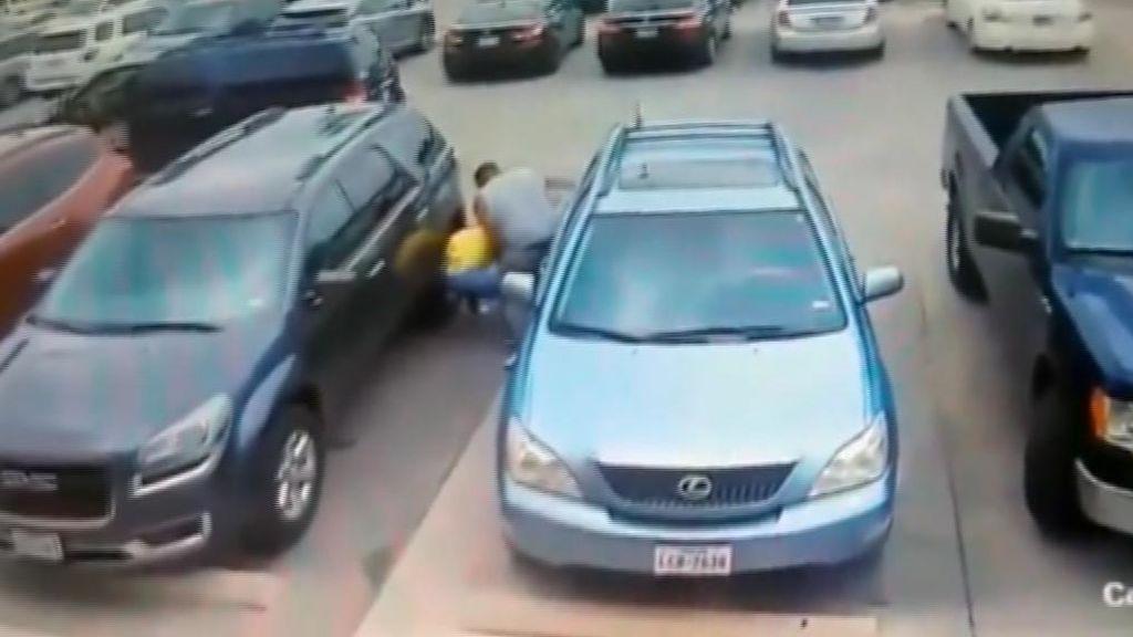 Le da una brutal paliza por quitarle el sitio para aparcar