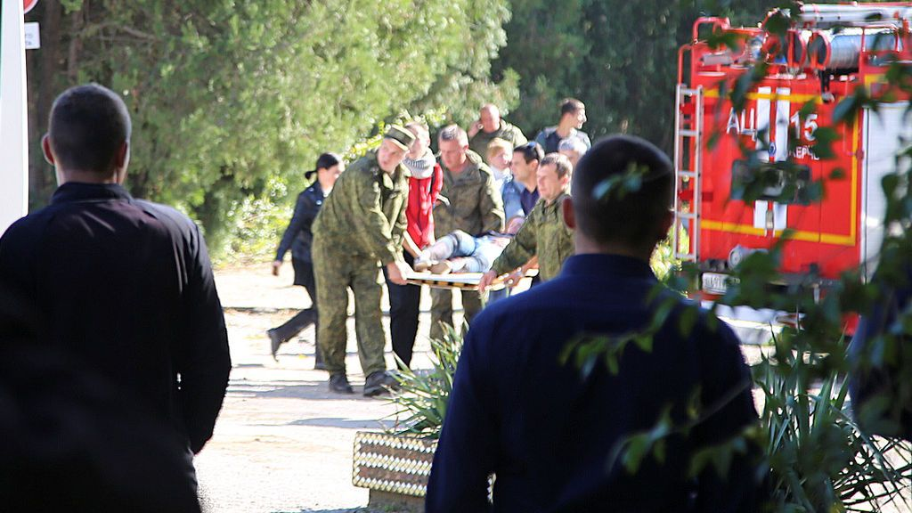 Aumenta a 21 la cifra de muertos por la matanza en un instituto de Crimea
