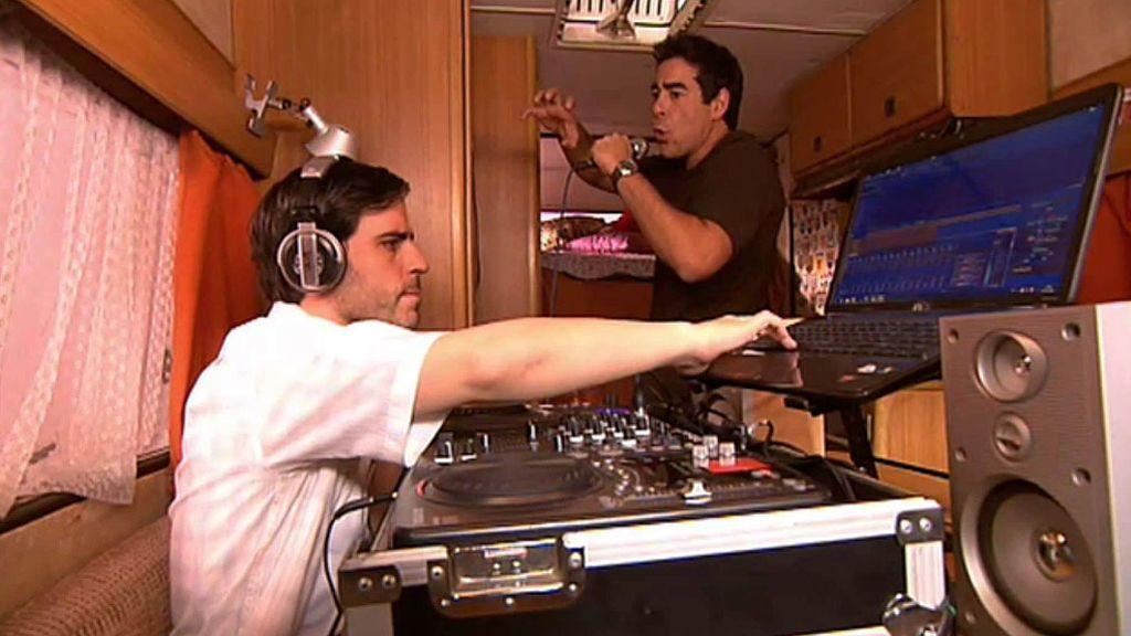 DJ Theo (Ernesto Sevilla) lo da todo 'in da house': ¿Adivinas cómo terminó su última fiesta?