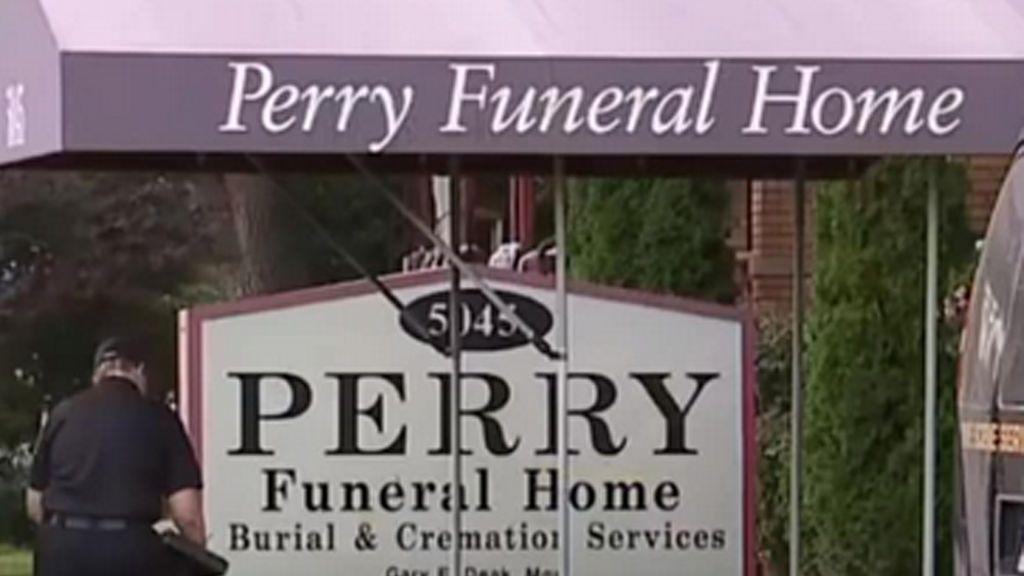 Hallan restos de más de 30 bebés y fetos en otra funeraria de Detroit