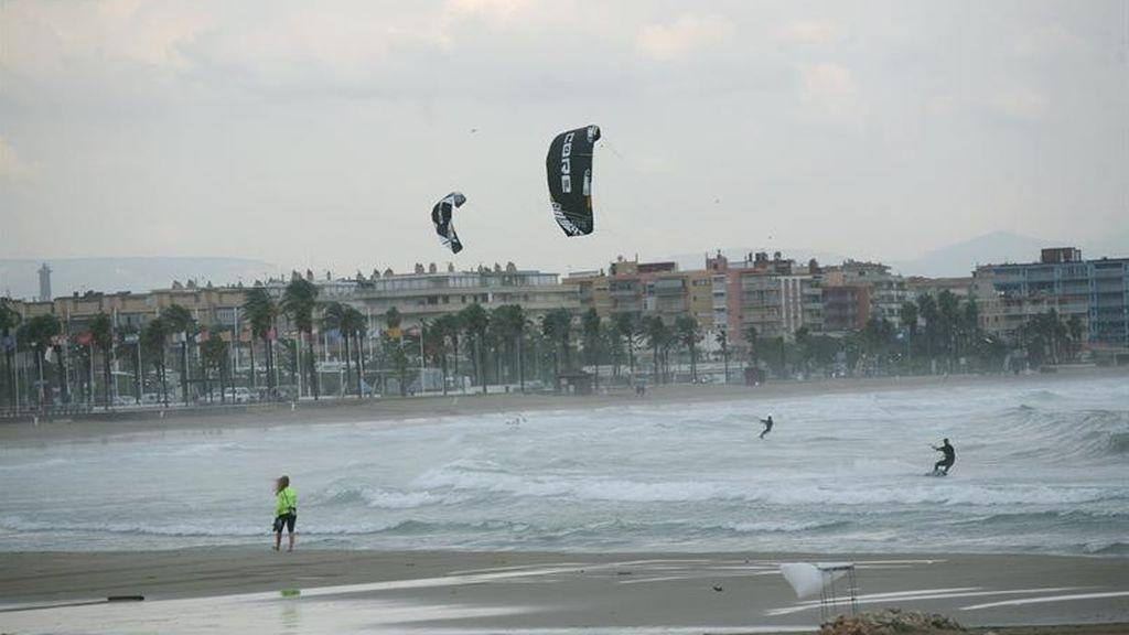 ¡Atención! Hoy estarán 13 provincias en riesgo por lluvia, tormentas, viento y oleaje