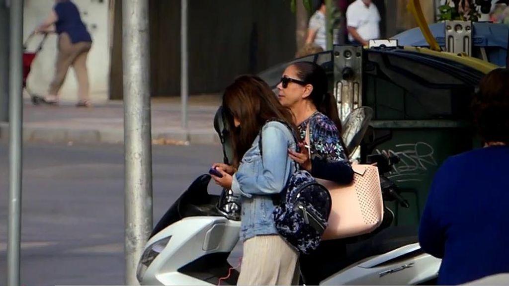 Isabel Pantoja y su hija levantan expectación de compras en Jerez