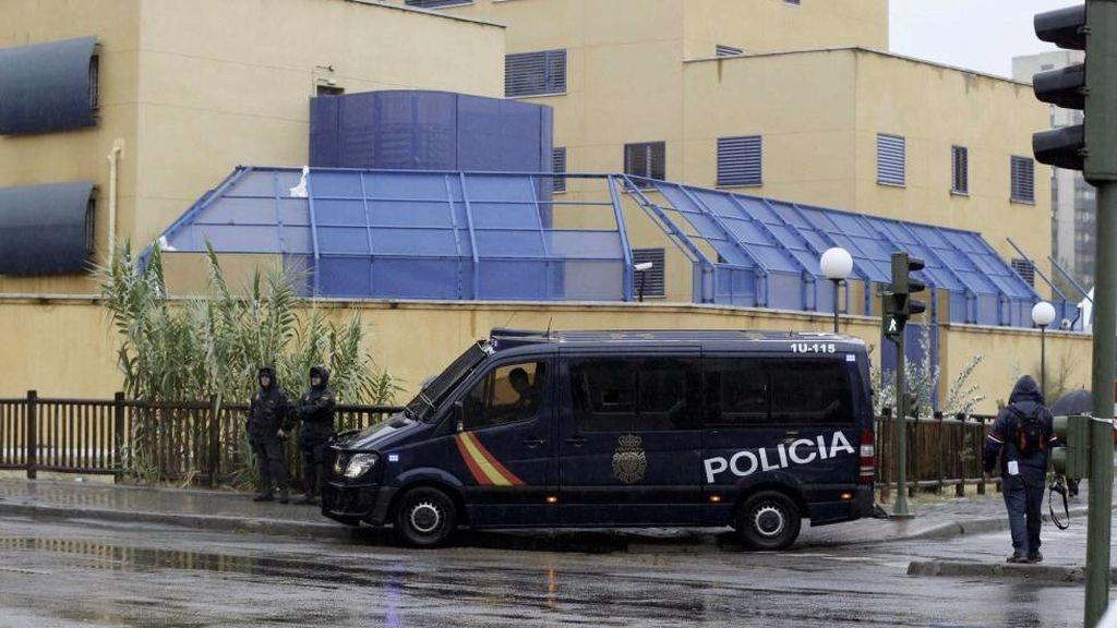 Heridos once policías y un interno en un intento de fuga en el CIE de Aluche