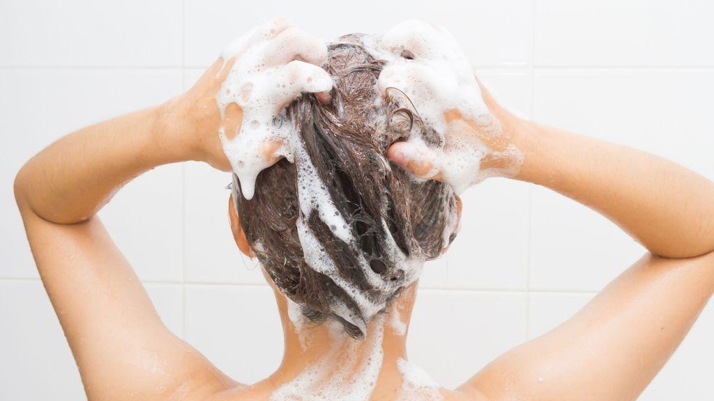 ¿Tienes el pelo graso? Este hábito podría estar perjudicando tu cabello