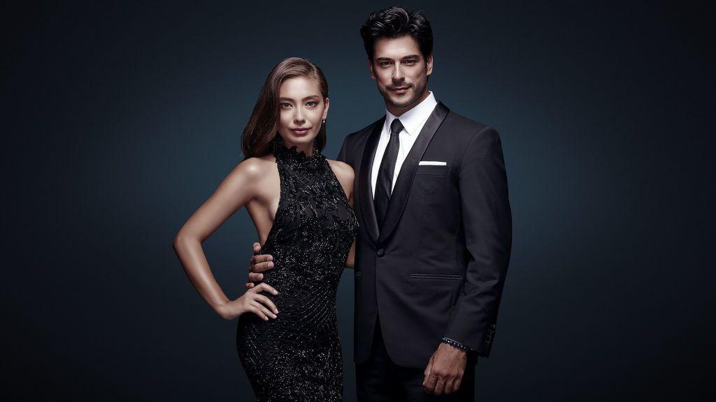 Nihan y Kemal, protagonistas de 'Kara Sevda (Amor eterno)'.