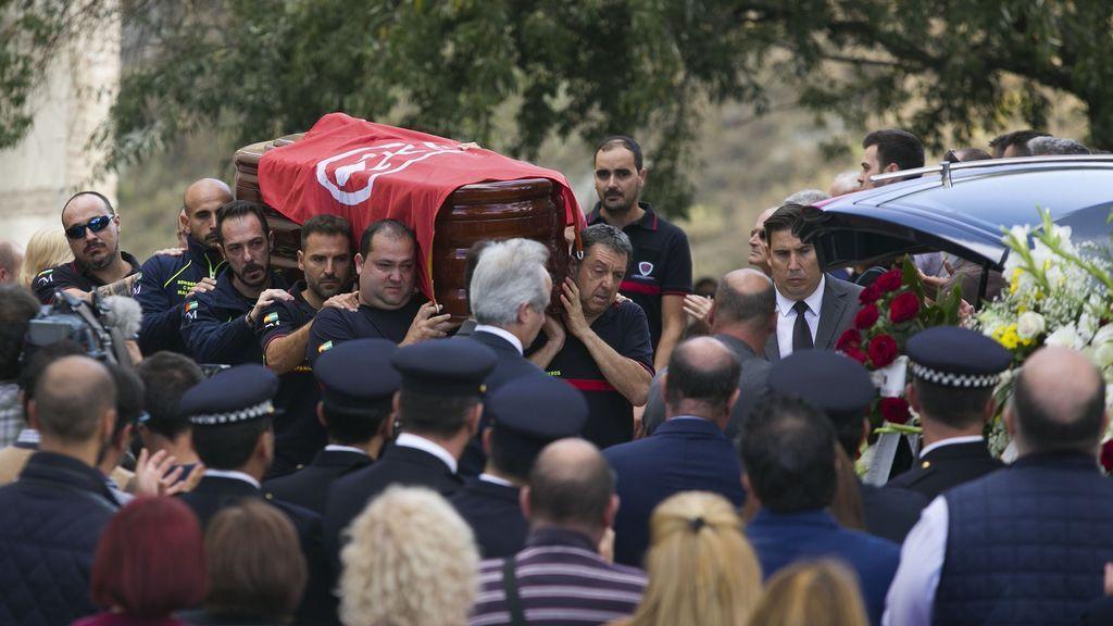 Dolor, llanto y orgullo en el funeral por José Gil, el bombero que dio su vida por salvar otras