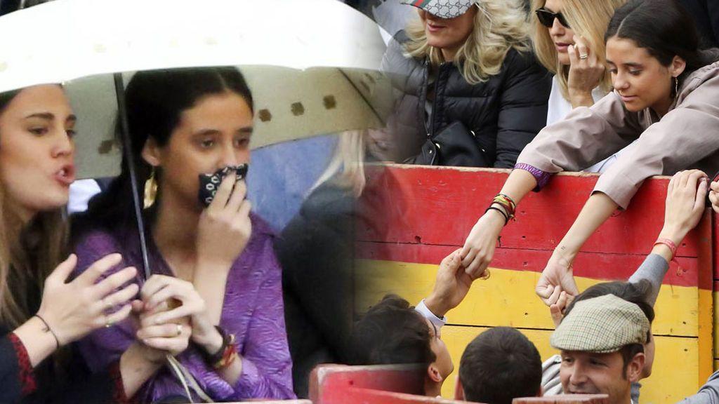 Abrazos y manos entrelazadas: los nervios de Victoria Federica por la cogida de su novio Gonzalo Caballero