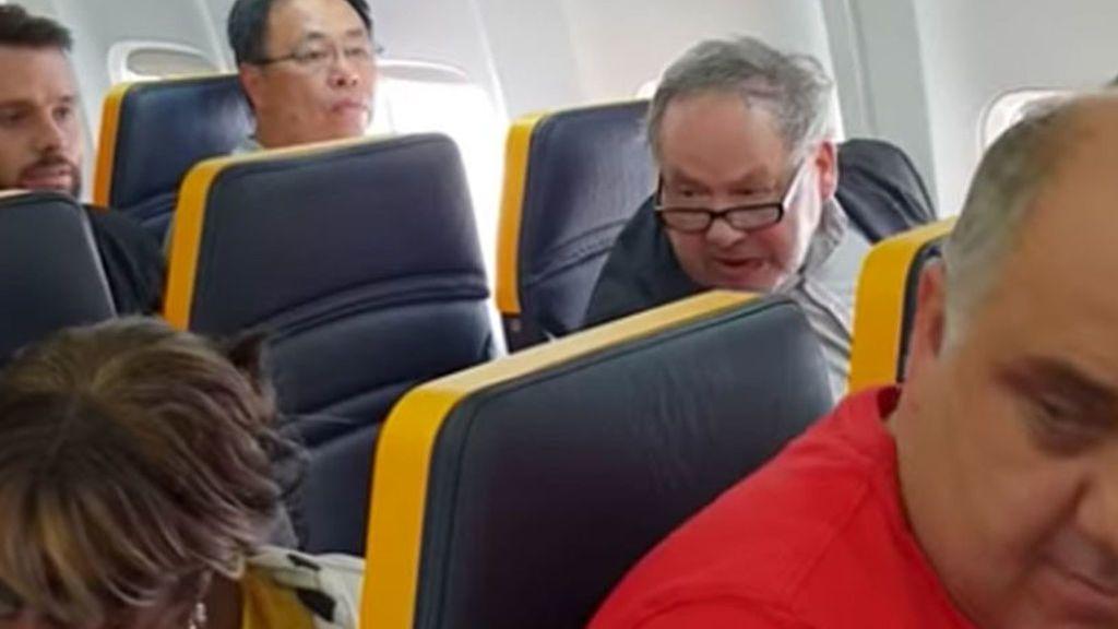 Barcelona denunciará a Ryanair y al protagonista del incidente racista