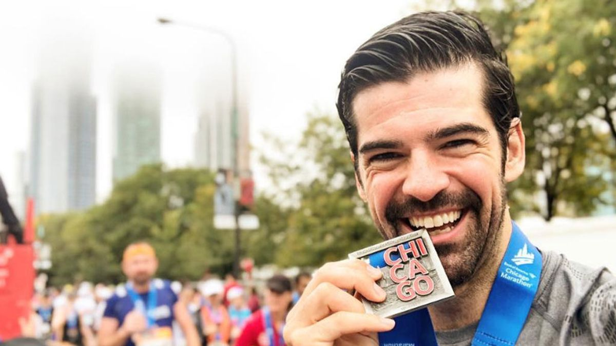 """Miguel Ángel Muñoz termina la Maratón de Chicago y le regala la medalla a su abuela: """" Qué felicidad poder compartirlo contigo"""""""
