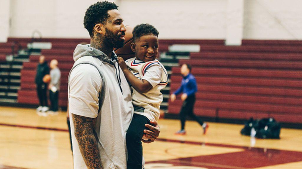 Un jugador de la NBA cumple el sueño de un niño de cuatro años que sufre un cáncer terminal