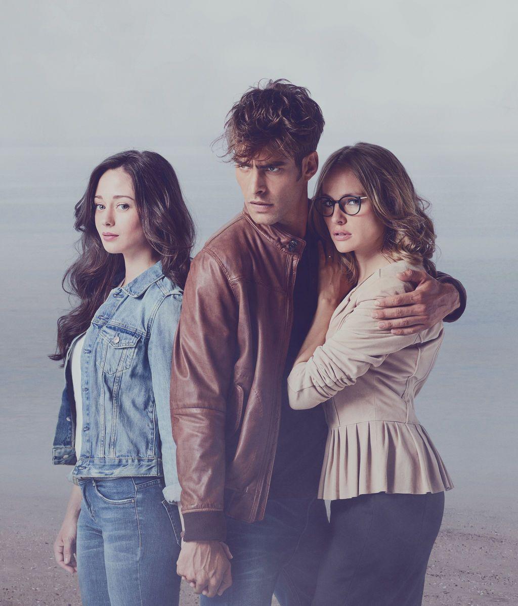 Elena Rivera, Jon Kortajarena y Esmeralda Moya en 'La verdad'.