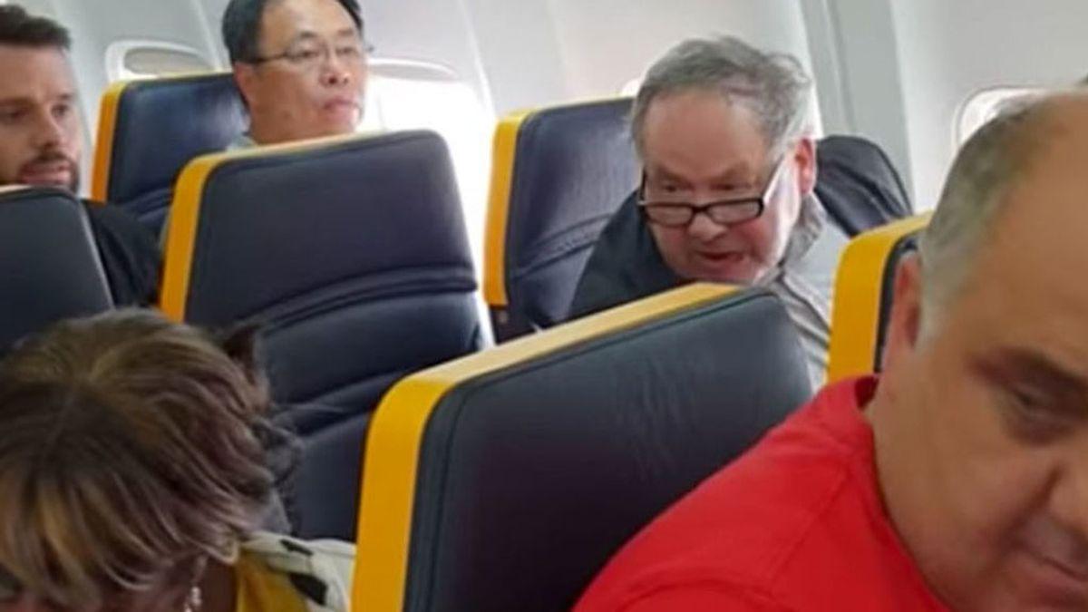 """El pasajero de Ryanair se disculpa, pero niega que sea """"una persona racista"""":  """"Fue un ataque de mal humor"""""""