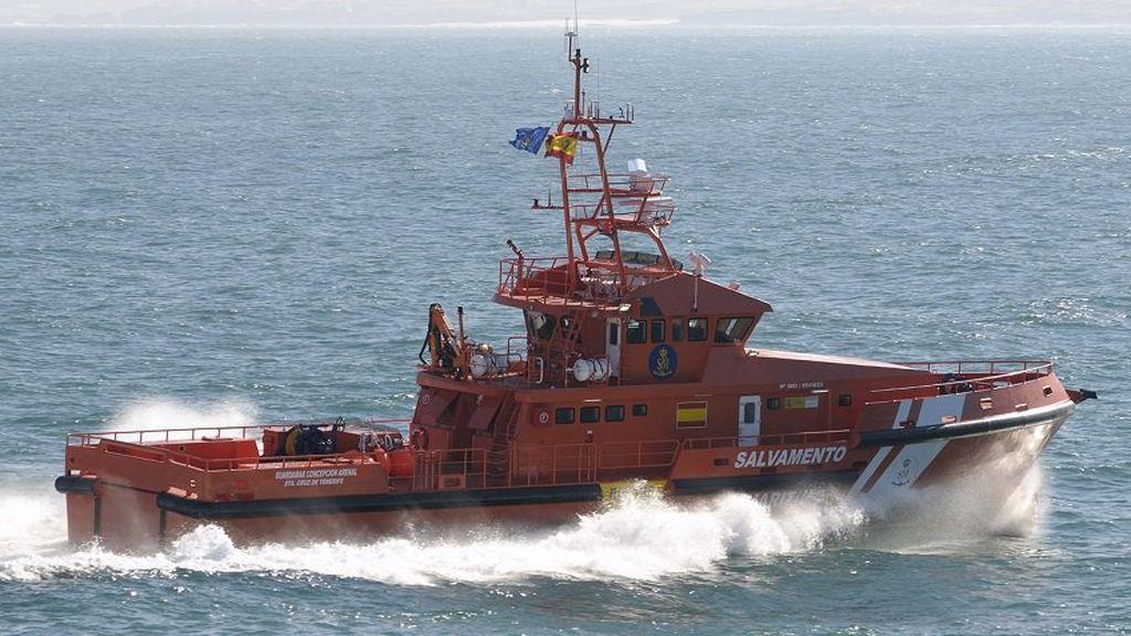 Mueren dos niños tras desfondarse una patera con más de 50 personas en mar de Alborán