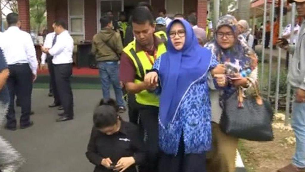 Un avión con 189 personas a bordo se estrella en el mar de Java