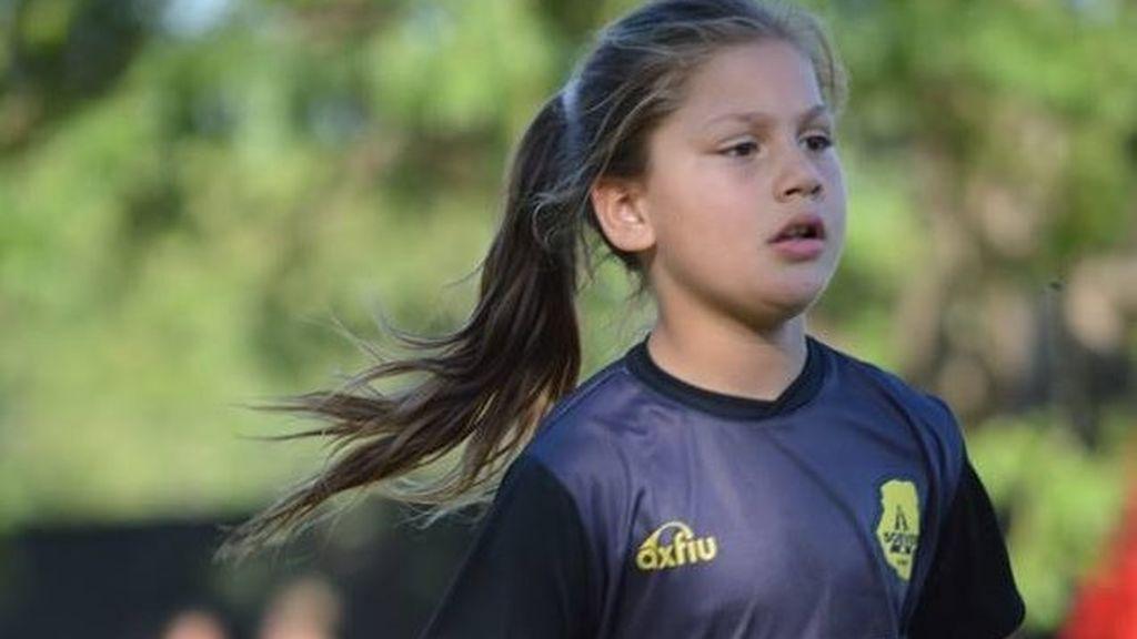 Llegan a un acuerdo para que una niña de 11 años juegue un torneo de fútbol ya que una norma le impedía participar por ser niña