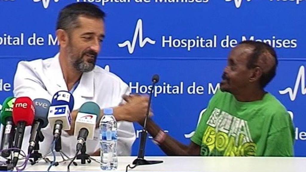 El doctor Cavadas reconstruye el rostro a un hombre atacado por una hiena