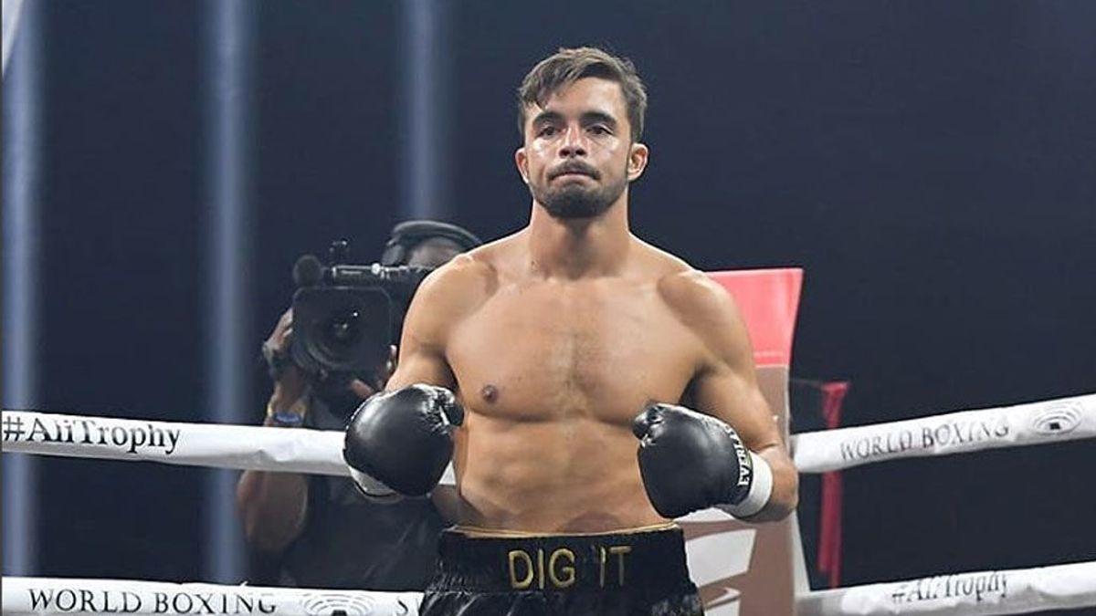 Un boxeador no puede terminar el combate por el título mundial tras una impresionante lesión en el ojo