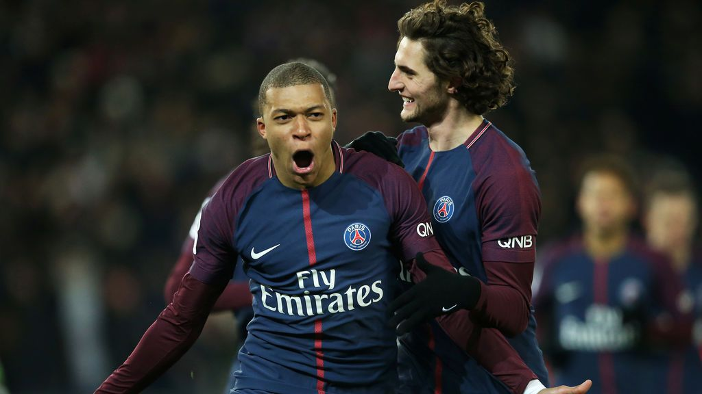 Mbappé y Rabiot llegan tarde a la charla con el PSG por estar viendo el Clásico