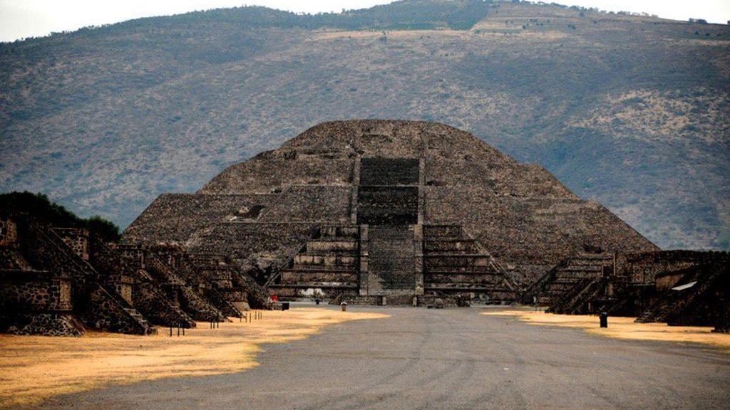 Descubren una cámara secreta y un paso al inframundo bajo una pirámide en México