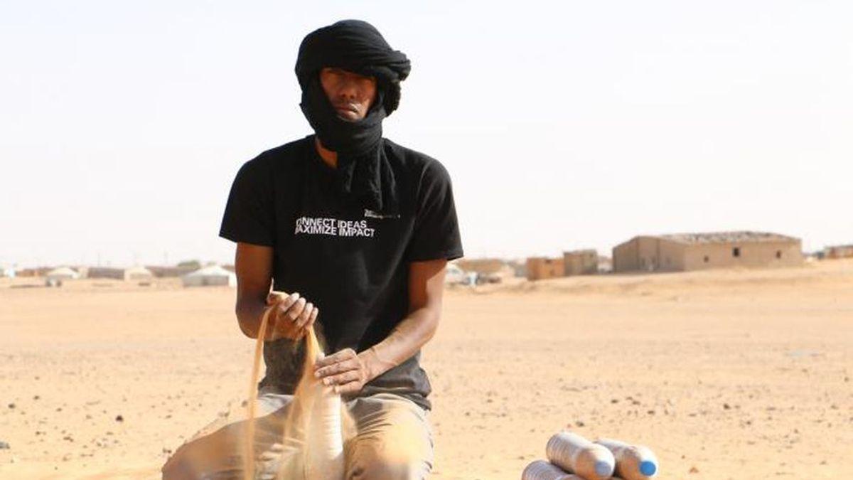 """El Comité español de ACNUR presenta """"El loco del desierto"""", un documental sobre el refugiado saharaui que ha diseñado un innovador refugio con botellas de plástico llenas de arena"""