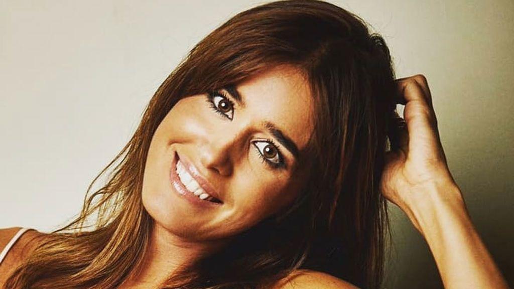 Sonrisa y mano en el vientre: La respuesta de Isabel Jiménez a los rumores de embarazo