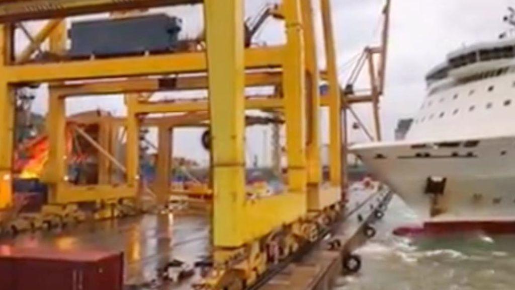 Así ha sido el choque del ferry en el puerto de Barcelona