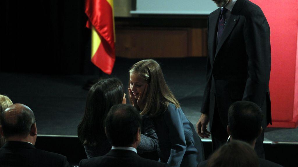 La reina Letizia, emocionada en la primera intervención pública de la princesa Leonor