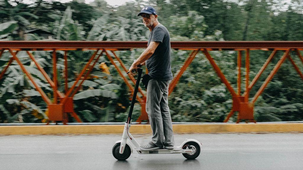 Lo eléctrico ha tomado la ciudad: pros y contras del patinete and co