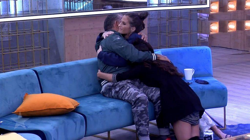 El Koala llora abrazado a Miriam y Verdeliss