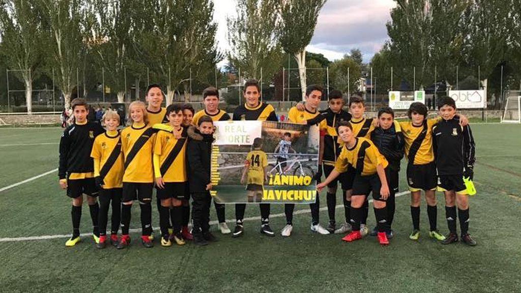El emotivo gesto de un equipo infantil de Madrid con su capitán lesionado