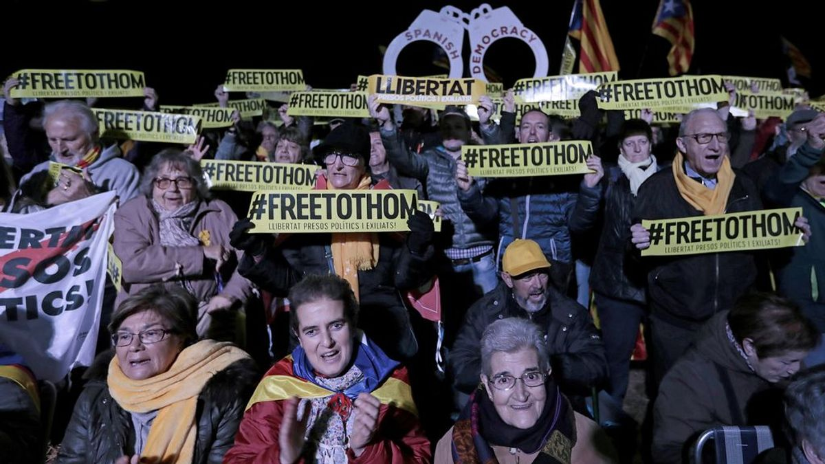 Manifestaciones al grito de fuera la bandera española en la Cataluña independentista