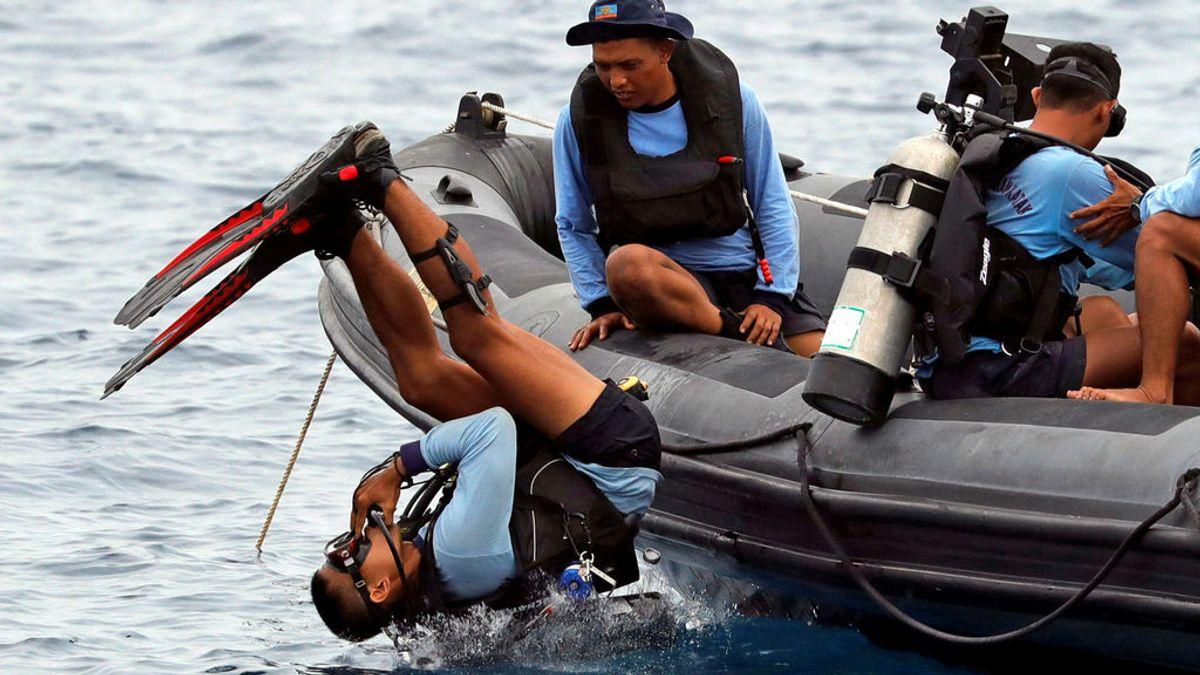 Localizan un objeto que podría ser un motor del avión de Lion Air siniestrado en el mar de Java