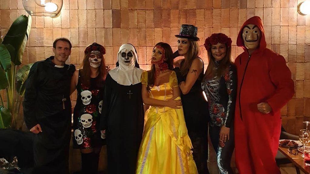 Paula Echevarría y Poty Castillo desmienten rumores y disfrutan juntos de la noche de Halloween