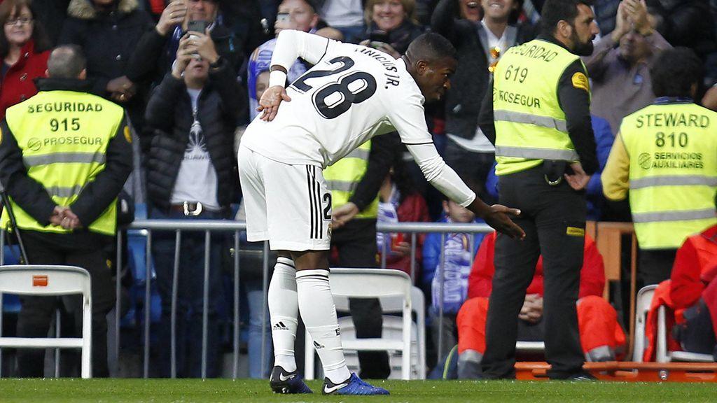 Vinicius, protagonista de una victoria que no convence al Bernabéu (2-0)