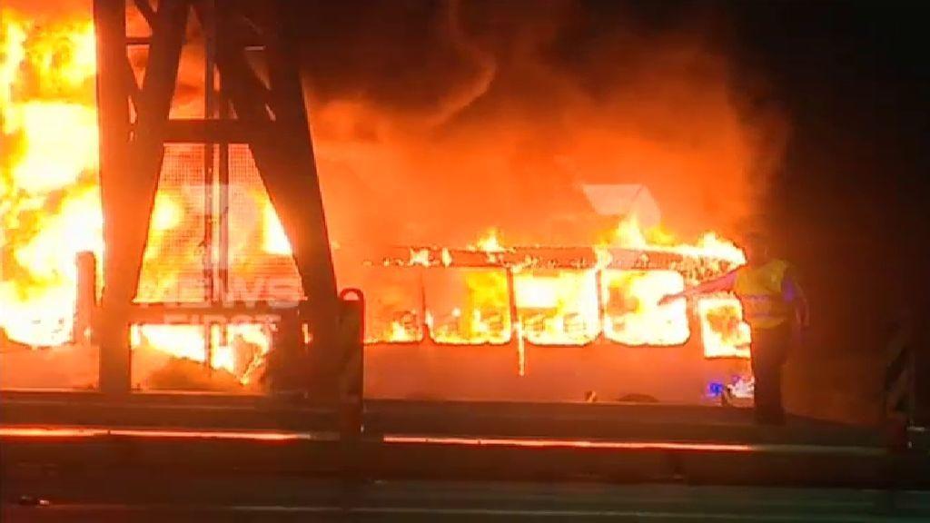 Sobreviven todos los pasajeros de un autobús que arde en llamas en Sídney