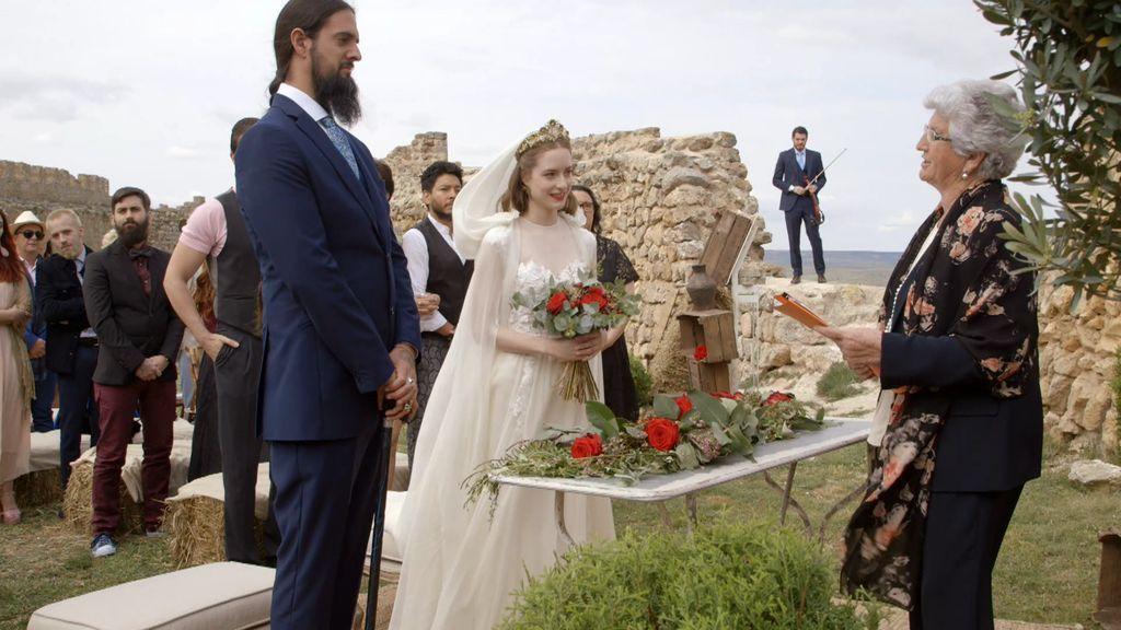 Calleja, padrino de una boda muy especial para promocionar la vida rural