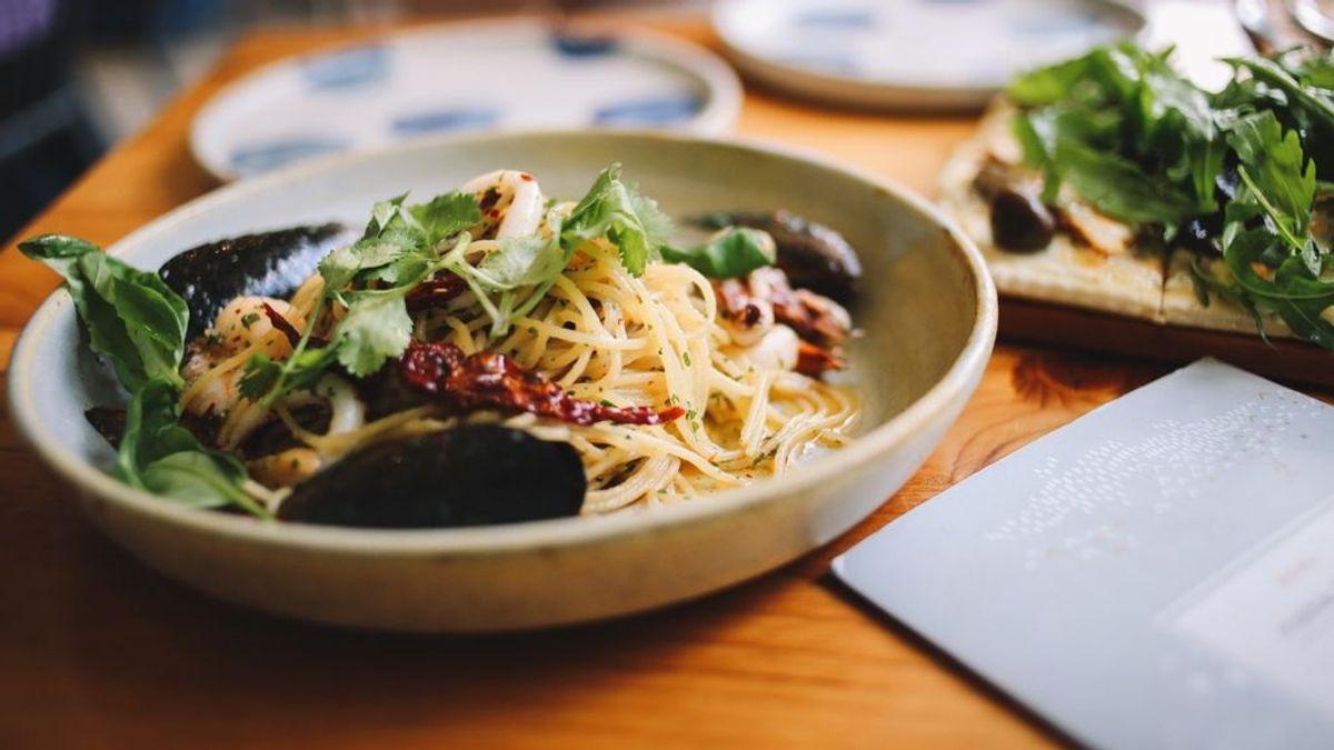 Cierran un restaurante vegetariano tras encontrar carne humana en la comida