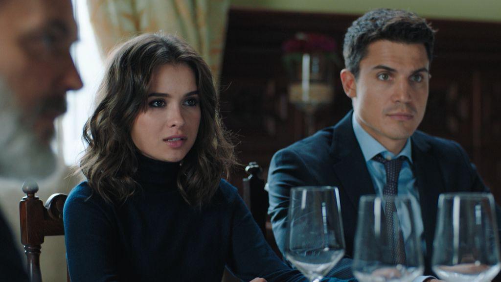 Nina Bandeira y Mario Mendoza, en el séptimo capítulo de 'Vivir sin permiso'.