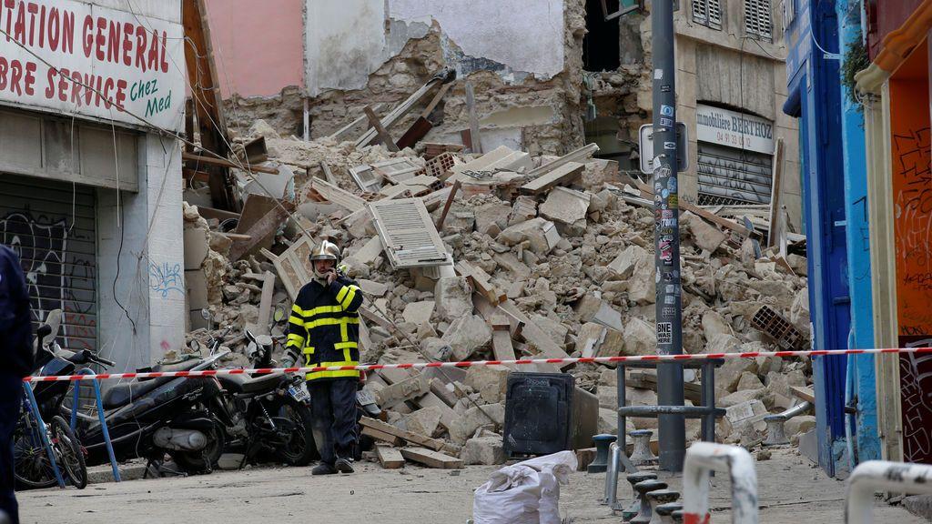 Ocho personas desaparecidas tras derrumbarse dos edificios de Marsella como un castillo de naipes