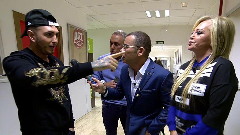 """Omar Montes se indigna con los colaboradores y se enfrenta a Belén Esteban: """"¡Me dejáis como un 'cagao!"""""""