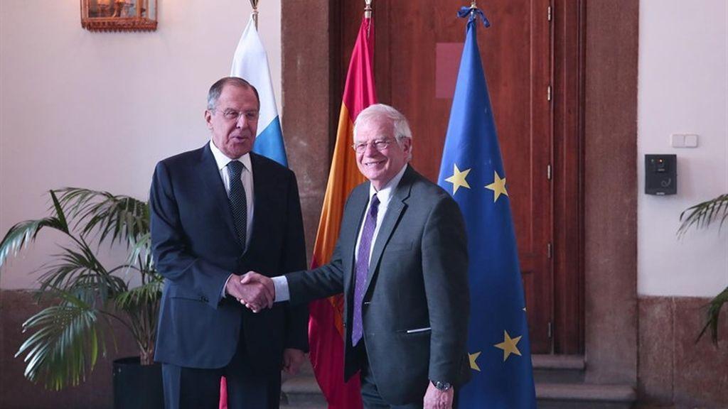 Los ministros de Asuntos Exteriores de Rusia y España, Serguéi Lavrov y Josep Borrell.