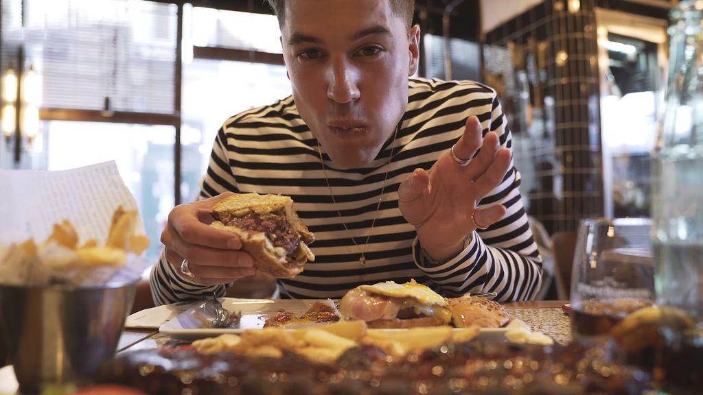 Super 'engordaismi': Abraham engorda un kilo por día en su reto menos saludable (1/2)